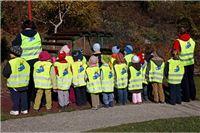 Za sigurnost djece: Besplatni fluorescentni prsluci za siguran put u školu