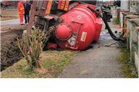 Umalo katastrofa u Pitomači. Cisterna je sletjela tik do kuće