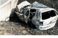 Automobil se zabio u betonski most i zapalio, tri osobe ozlijeđene