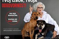 """Apel 60-godišnje manekenke i napuštenih pasa: Ovogodišnja kampanja """"Obitelj na more, a pas na ulicu?!"""" ističe važnost obaveznog mikročipiranja"""