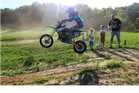 Bježite dečki, ide cura: Jedanestogodišnja Enola već šest godina uspješno vozi motocross