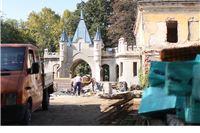 Rastu dva krila Dvorca Janković, uređuje se unutrašnjost glavne zgrade
