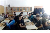 Šahovski otok: pitomački srednjoškolci svakog dana pod velikim odmorom igraju šah, fotografiraju pozicije i nastavljaju sljedeći odmor, sve dok se partija ne dovrši