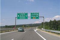 Novi sustav naplate cestarina u Sloveniji: Od 1. travnja prijevoznike na autocestama očekuju gužve