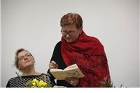 Božica Jelušić na predstavljanju Natalije Bajer: Poezija za doba kad se tradicije ruše