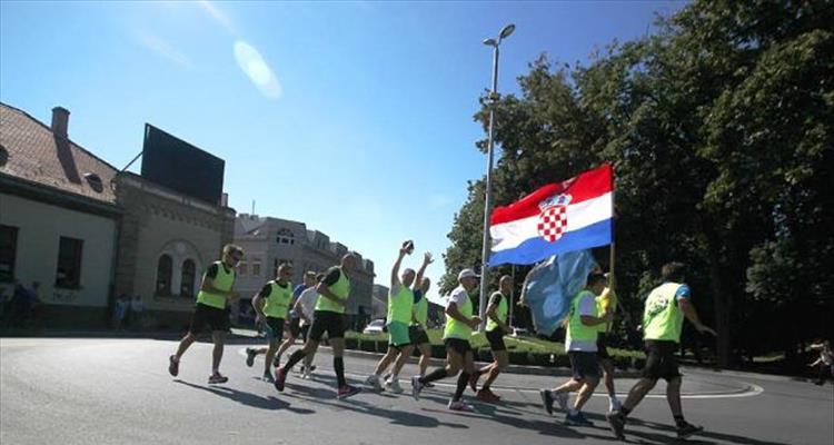Glasnici istine - Hrvatski maratonci spojili istok i zapad �upanije pretr�av�i 86 kilometara