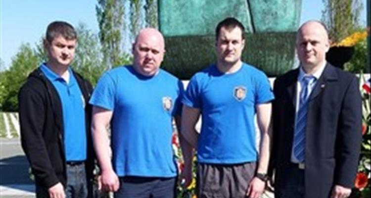 Delegacija Hrvatskog powerlifting saveza poklonila se �rtvama na vukovarskom Memorijalnom groblju