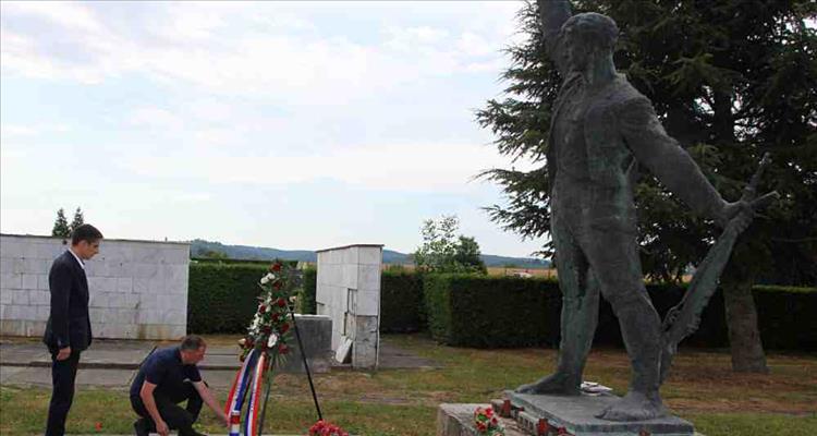 Degacija Grada Virovitice položila vijenac na spomen obilježju palim borcima NOR-a