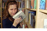 Zna pronaći baš svaku od 12.000 knjiga