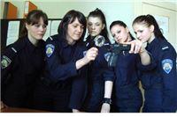 Mlade policajke na virovitičkim ulicama