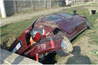 Mlada vozačica udarila renaultom u most