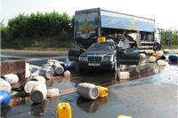 Virovitički kamion napunjen kantama s rabljenim jestivim uljem naletio na Mercedes