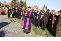 Polaganje vijenaca i paljenje svijeća povodom Svih svetih i Dušnog dana