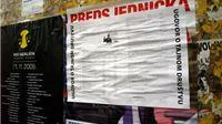 Na mjestima za plakatiranje stavljeni plakati Ugovor o tajnom društvu
