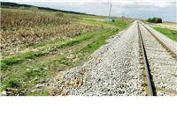 """Kombajn u berbi kukuruza """"zapeo"""" za teretni vlak"""