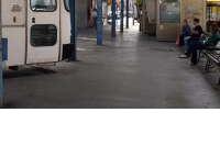 Đake prevoze autobusi s rupama na podnici!