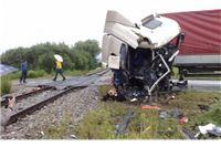 Kamionom se zabio u vlak, policija policija još traži suvozača