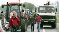 Seljaci parkirali šestotinjak traktora uz slavonske ceste