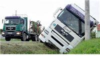 Kamion sletio u jarak i zaustavio se metar prije betonskog stupa