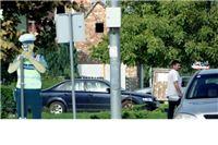 Kartonski policajci ponovo nadziru promet na cesti smrti