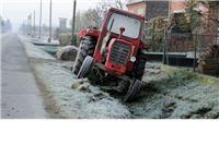 Dva auta naletjela na traktorsku prikolicu, troje ozlijeđenih