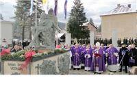 Biskup Škvorčević blagoslovio spomenik ''U Marijinu naručju''