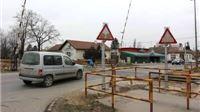 Intenzivni radovi na postavljanju automatskih polubranika na pružnom prijelazu u Gajevoj ulici