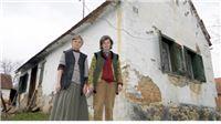 Sestre Anica i Marija strahuju da im vjetar ne sruši trošnu kućicu