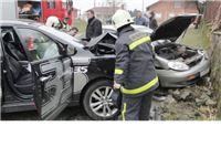 U sudaru teško ozlijeđeni vozačica i vozač