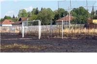 Izgorio zapušteni nogometni stadion