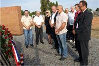 Vijenac i svijeće izaslanstva SDP-a, HNS-a i HSU-a u znak sjećanja na poginule branitelje