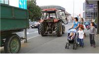 Rasvjetni stup spasio pješake od traktorske prikolice bez nadzora