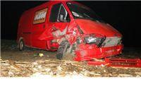 24-godišnjak vozio prebrzo pa kombijem sletio u polje