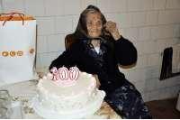 Baka Manda na rođendanskoj torti ugasila stotu svjećicu