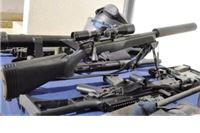 Kod vozača automobila sa krivotvorenim tablicama  policija uočila pušku sa prigušivačem