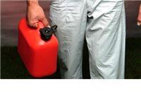 Iz parkiranog bagera lopovi istočili više desetaka litara dizel goriva