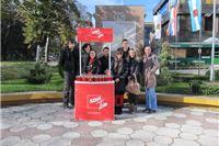Forum mladih SDP-a građanima poklanjao lampaše