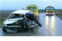 Pijan autom naletio na kamion, pa na betonski stup