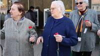SDP-ovci damama širom županije poklanjali crvene karanfile i čestitali Dan žena