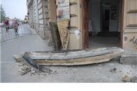 Balkon sa Finine zgrade urušio se zbog starosti građevine