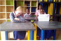 Na virovitičkim klupicama i stolovima jedu mališani sirotišta u Tanzaniji