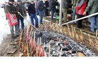 Sportski ribolovci majstori fiš-paprikaša i ribi na rašljama