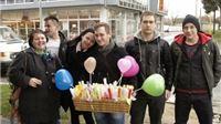 Mladi HDSSB-a u Slatini podijelili balone u obliku srca