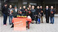 Tradicionalnom akcijom darivanja cvijeća SDP obilježio Dan žena