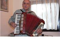 Profesor Štimac:  U 82. godini života svakodnevno svira, čita knjige, uči pjesme i proučava šahovske probleme