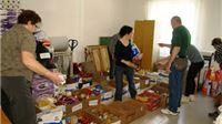 Sve više volontera u Crvenom križu pomažu oko sortiranja donirane robe