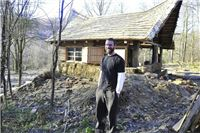 Milijune eura dao prijateljima i otišao živjeti u brvnaru u šumi