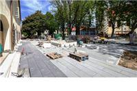 Radovi na opločenju buduće šetnice na Trgu kralja Zvonimira u Virovitici