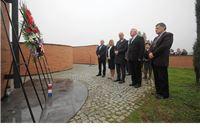 Povodom Dana nezavisnosti položeni vijenci i zapaljene svijeće na Spomen obilježju hravtskim braniteljima u Virovitici