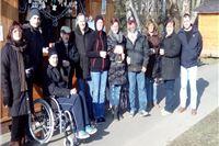 Osobe sa invaliditetom i Društvo multiple skleroze uljepšali Božić nezaposlenoj sugrađanki